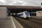 dusseldorf-hauptbahnhof/533665/ein-ungewoehnlicher-gast-in-duesseldorf-ist Ein ungewöhnlicher Gast in Düsseldorf ist 9442 157 von National Express, der am 28.12.16 als Dienstfahrt vor dem Ausfahrsignal von Gleis 8 wartet.