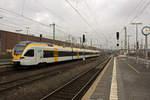 dusseldorf-hauptbahnhof/533669/im-dezember-2016-fuhr-die-eurobahn Im Dezember 2016 fuhr die Eurobahn auf der Linie RE13 nur bis Mönchengladbach, im anschließenden Abschnitt bis Venlo waren Busse eingesetzt. Kurz vor dem geplanten Ende dieser Maßnahme ist hier ET7.05 in Düsseldorf in Richtung Hamm unterwegs.