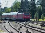BR 146/284983/146-232-faehrt-mit-einem-ire 146 232 fährt mit einem IRE nach Kreuzlingen in Singen ein. 31.7.13