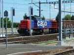 Am 843/283936/am-843-063-an-unschoener-position Am 843 063 an unschöner Position hinter einem Mastenwald am 23.7.13 mit einem Güterzug in Rorschach.